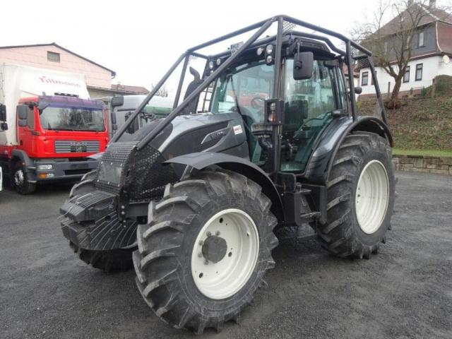 Trattore Valtra N154 - 1
